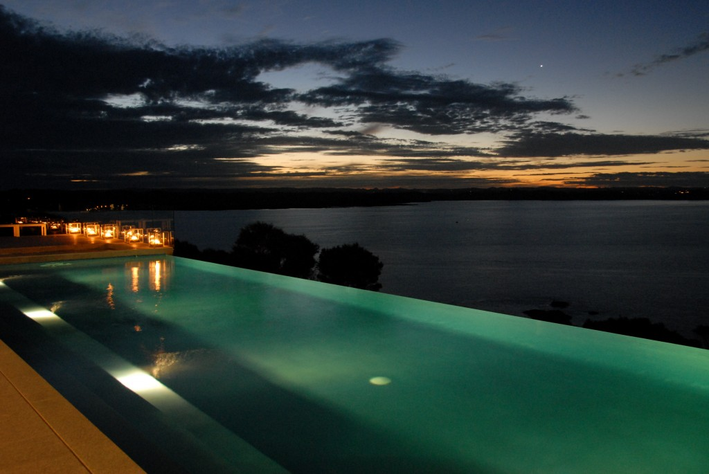 Luxury private resort architecture style for Holiday home designs new zealand